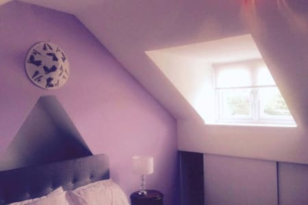Stamford 5mins - Lovely Double En-suite Loft Room - Peterborough