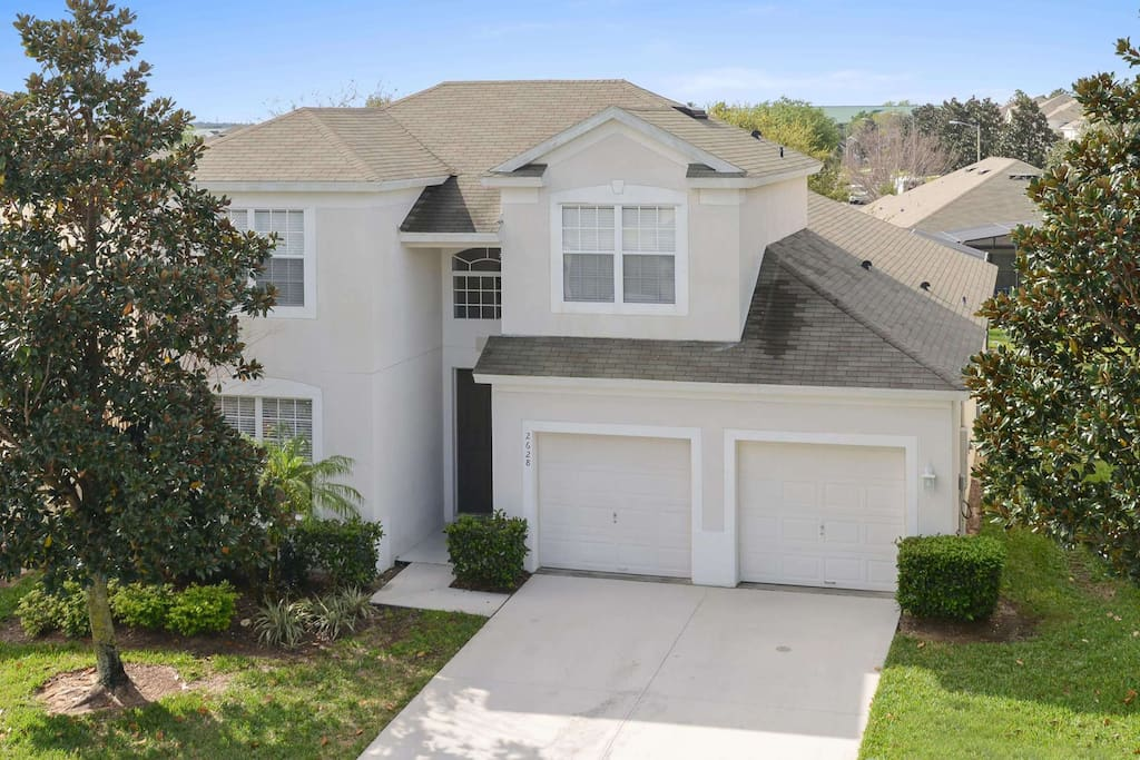 Bring your family to stay at this spacious and perfectly located town home on the Windsor Hills resort. You'll be minutes away from the fun and excitement of Walt Disney World® Resort.