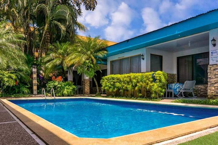 Modern and Intimate pool view, 5min to beach#8