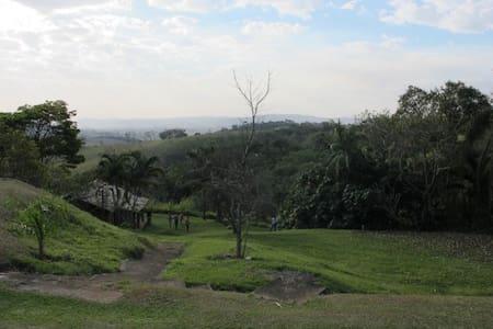 Lindo sítio interior de São Paulo - Bragança Paulista - 통나무집