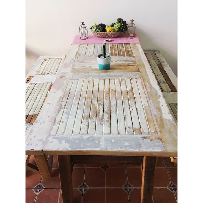 Big kitchen table to cheer and share!