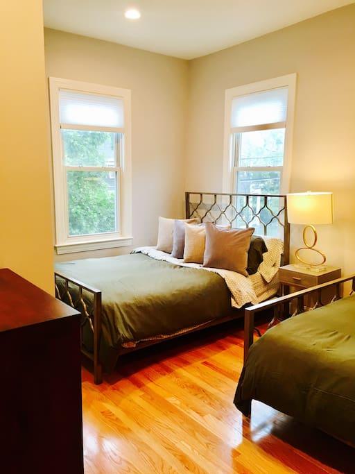 Bedroom 1: 2 queen beds
