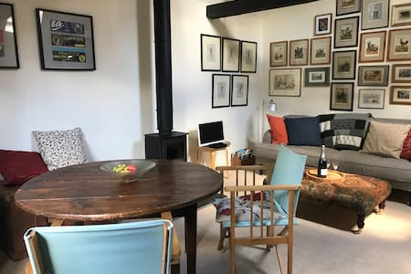 Stylish, cosy, 18thC cottage in village location