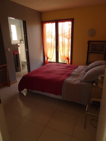 Private room with Bathroom - Beguey - Huis
