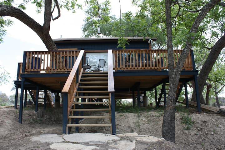 Crazy Horse Cabin | Mason Creek| Hot Tub | Bandera