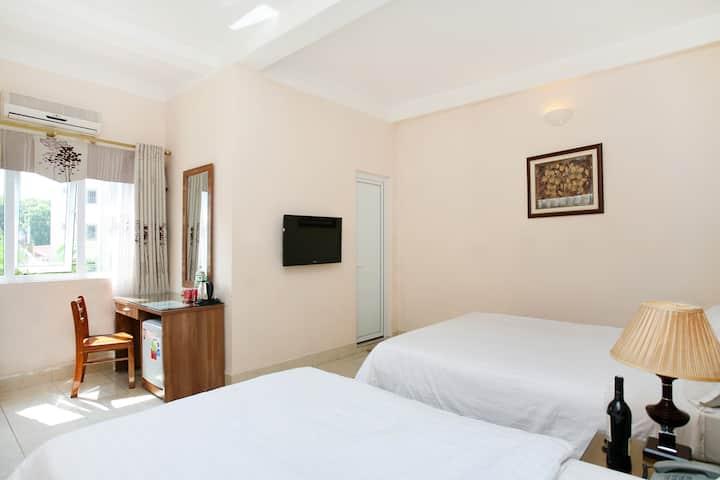 Especen hotel: Family room with window