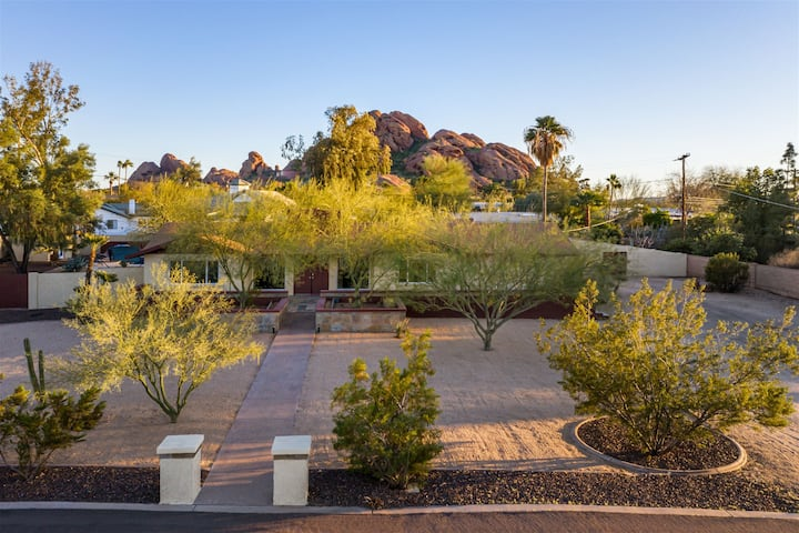 Walk to Papago Park & Enjoy the Heated Pool* & Spa, Fire pit, & more!