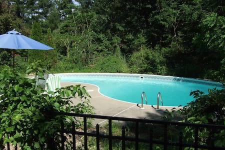 Saratoga area loft overlooking pool - Ballston Spa - 阁楼