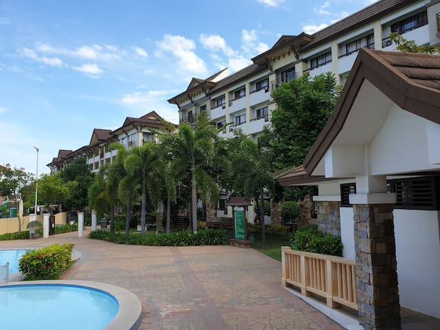 2BR Unit (upto 8pax) walking Distance to SM City