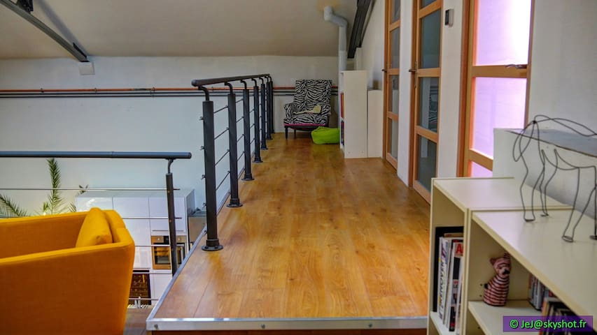Chambre moderne dans loft B&B