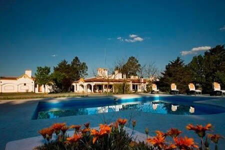 Estancia campo Hotel  Los Chañares.