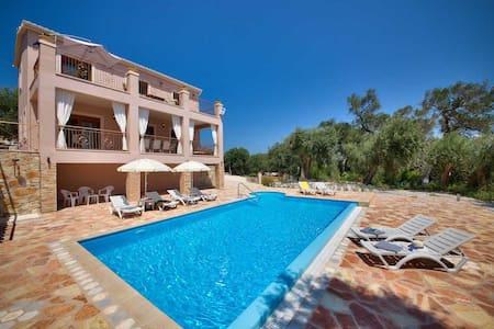 Mariano Villa with Swimming Pool in Loggos - Longos