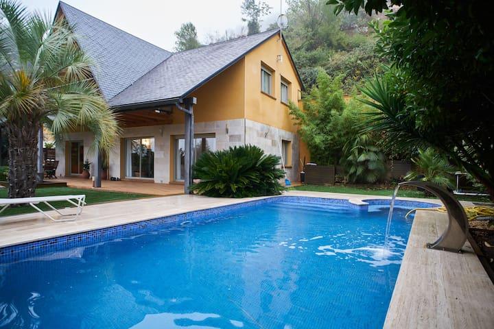 Habitacion en casa de lujo - Vallirana - House
