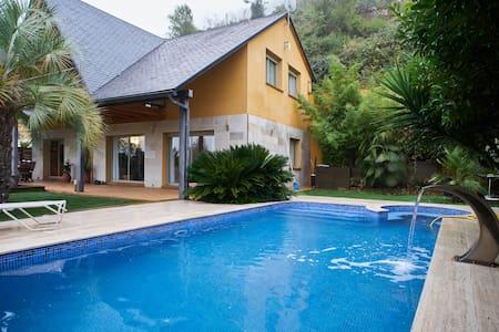 Habitacion grande en casa de lujo