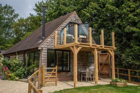 Peaceful Luxury Retreat, oak balcony, garden, view