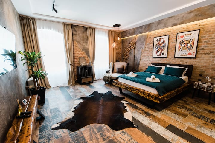 KING & QUEEN Luxury room & breakfast  🍽♔♛