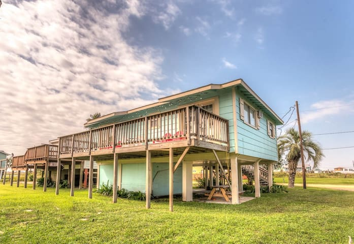 Beach Side Cottage - Close to Galveston! - Galveston