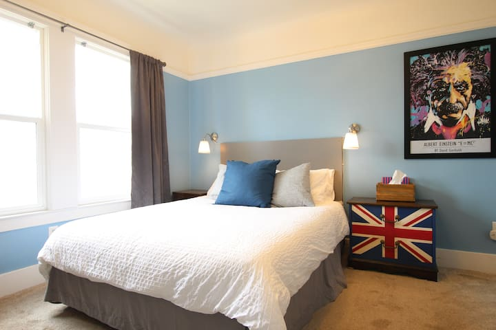 Remodeled Cozy Sunny Room!- BLUE