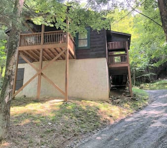 The Cozy Cabin, Perfect Location, 1 Dog Friendly