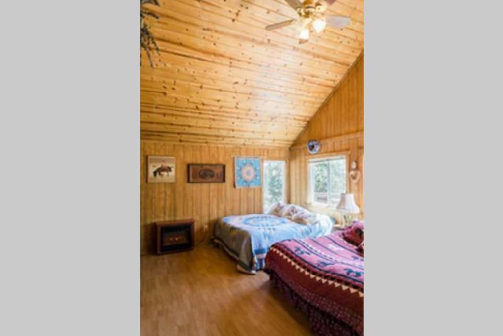 Bunkhouse (1) 2 Beds