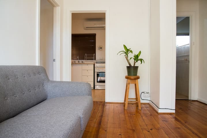 NEW!! Simple living in Lower North Adelaide - Adelaide - Leilighet