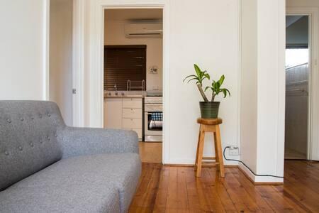 NEW!! Simple living in Lower North Adelaide - Adelaide - 公寓