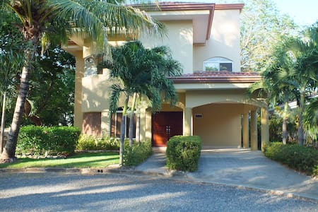 House with 3 master bedrooms - Playa Hermosa