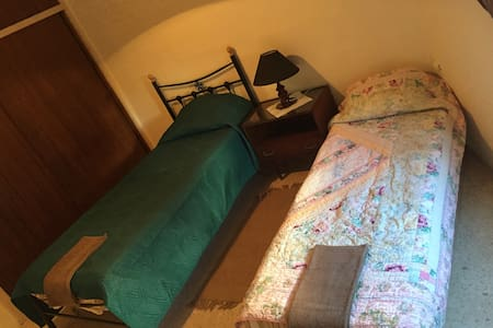 Lovely,Cozy,Friendly comfortable 2 single bedroom - Ta' Xbiex - Casa