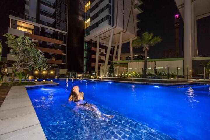 AMAZING Luxury Unit, Pool,Wifi,Gym - South Brisbane - Lejlighed