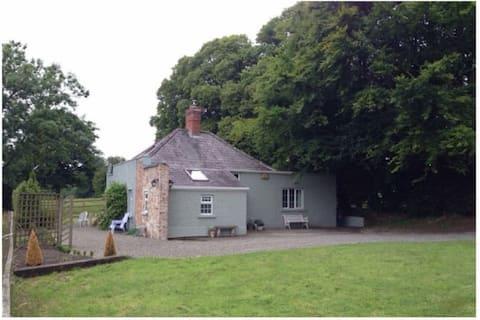 Apple Cottage -- Luxury Stay @ Bellingham Estate