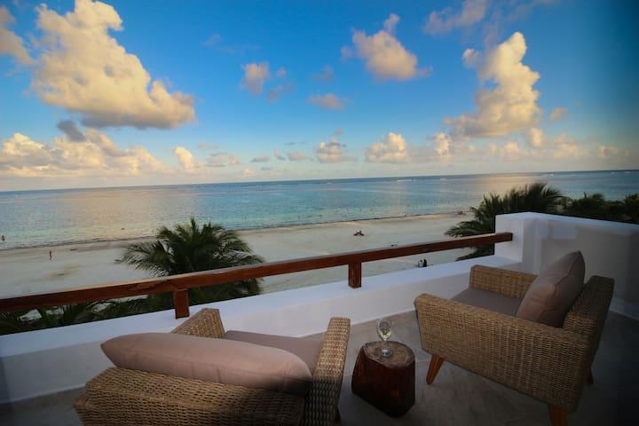 Oceanfront Rooftop Suite