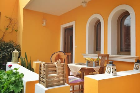 House right on the beach! - Kokkini Hani - Ev