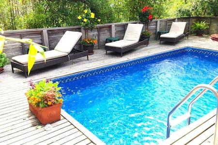 Luxury 4BR Home: Bay Views, Heated Pool & Spa, AC
