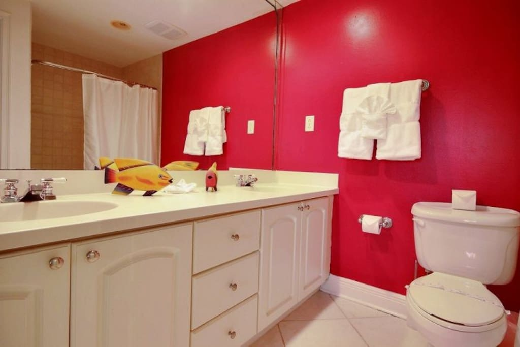 Guest bedroom ensuite