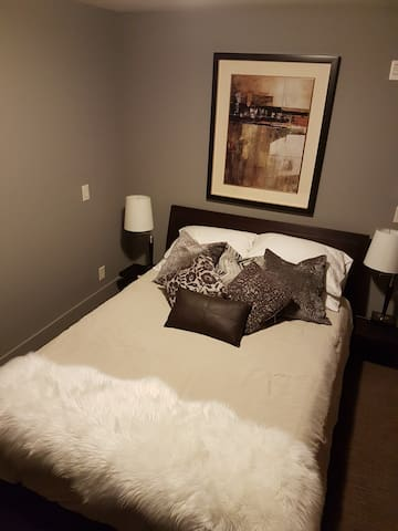 Master bedroom with Queen has separate access to deck with private hot tub