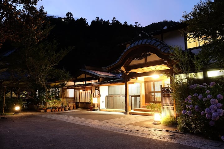 Kakurinbo - Buddhist temple lodging (w/breakfast)1