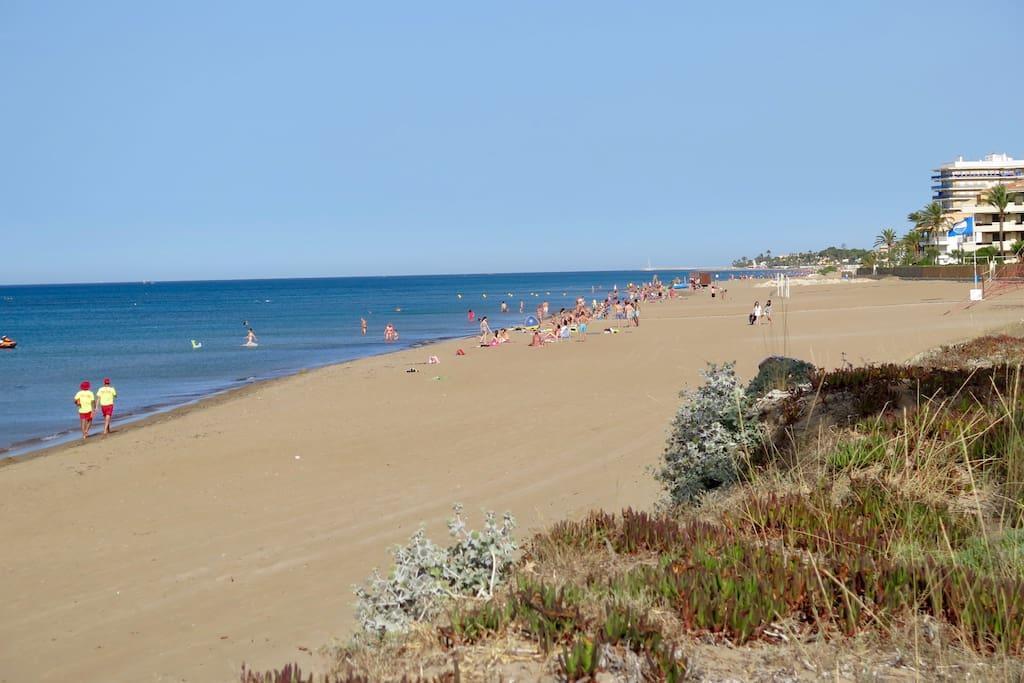 Les Bovetes beach 3 minutes walk away