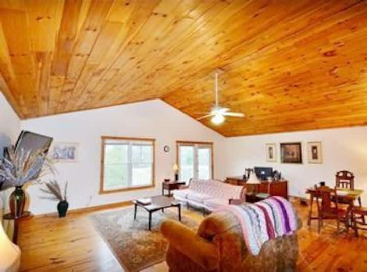 ★Tranquil Nature Retreat w/ Lake★Gorgeous Area
