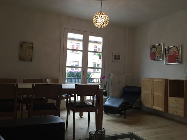 Nice apartment, free parking and good connections - København - Apartment