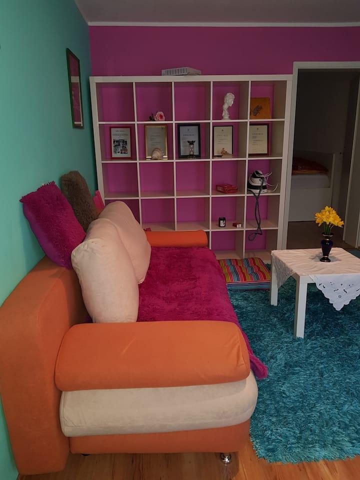 Zwei schöne, günstig gelegene Räume zu vermieten.