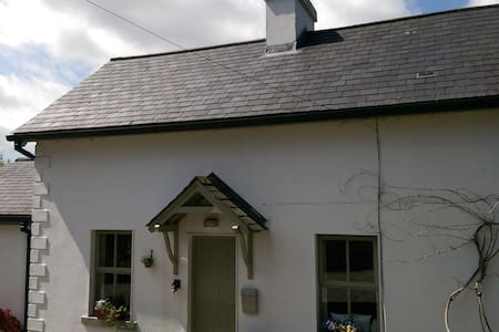Extended traditional-style cottage. - Rathdrum - House
