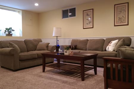 Comfortable, Spacious Apartment Near Downtown - Omaha