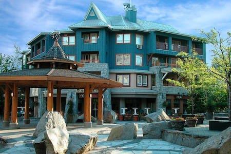 Heart of Whistler Village 1 Bdrm Penthouse Suite - Whistler - Lejlighed