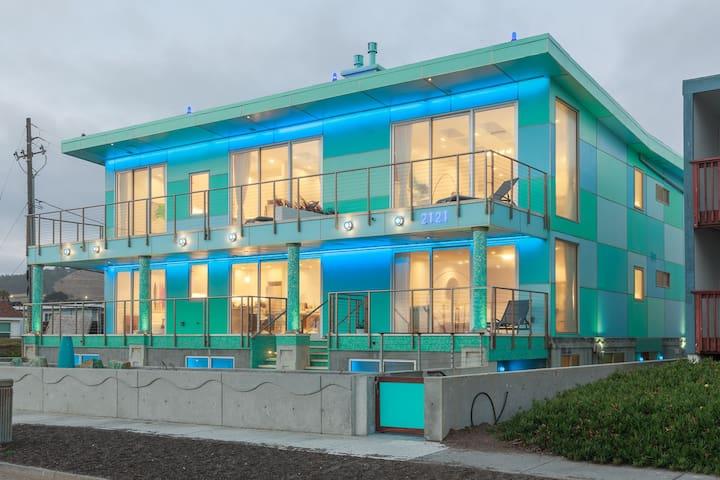 Luxury Beachfront Penthouse Near SF (3)