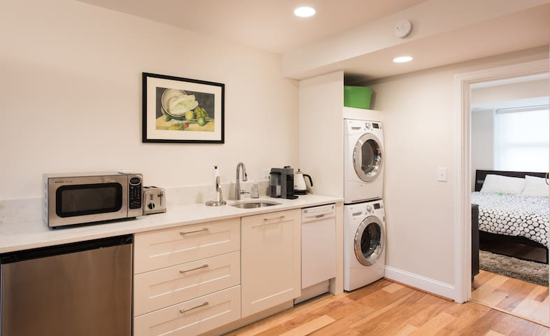 Entire Capitol Hill apartment in great location