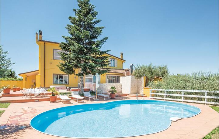 Beautiful home in ROMA with WiFi, 3 Bedrooms and Jacuzzi