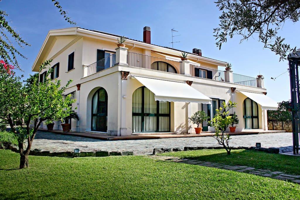 Villa glicini case in affitto a lamezia terme calabria for Case arredate in affitto telese terme