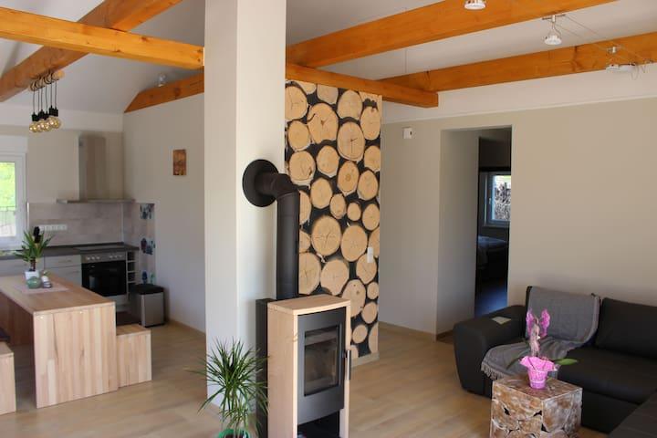 Lifestyle Ferienhäuser Goitzsche Ferien, (Pouch), Lifestyle Ferienhaus, 80qm, 2 Schlafzimmer, 1 Wohnküche, Terrasse, max. 4 Personen