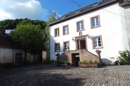 Relaxen in 300 Jahre altem Hofgut 3-7 - Basberg - Bed & Breakfast