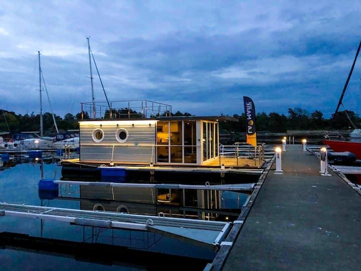 Drømmer du om å feriere ombord i en ekte bo-båt ?